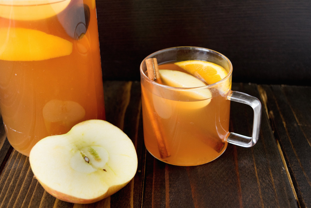 Homemade hot apple cider using fresh and sweet honey crisp apples ...