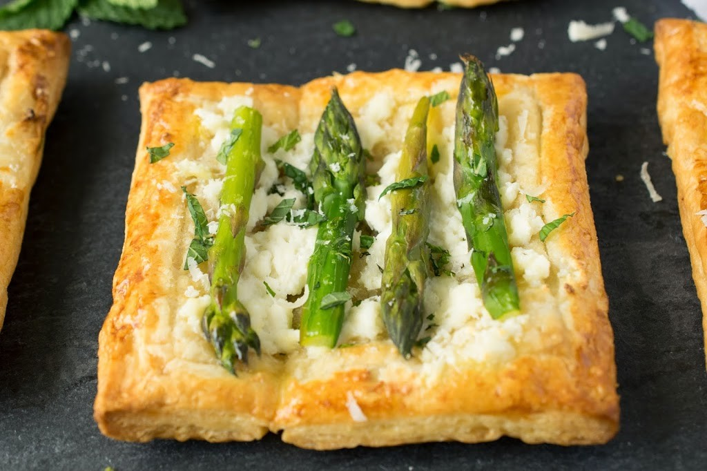 An asparagus and ricotta puff pastry tart