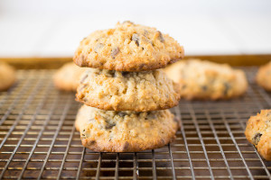 These oatmeal breakfast cookies are a better for you breakfast, disguised as a cookie. Perfect for a quick breakfast on-the-go or an after lunch treat.