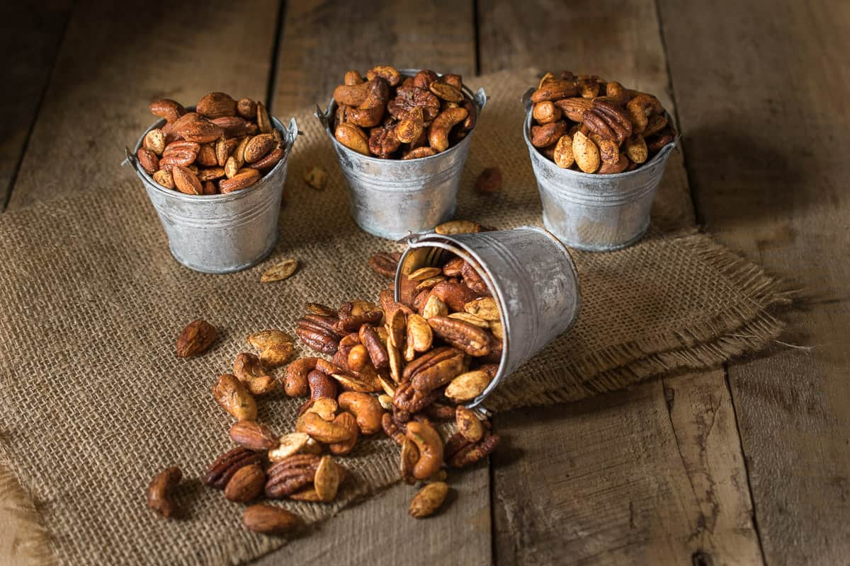 Today is the first day of autumn (fall) and these autumn spiced nuts are perfect for this new season. Mixed nuts and pumpkin seeds are roasted with warm spices, honey and rosemary. The perfect comforting snack.