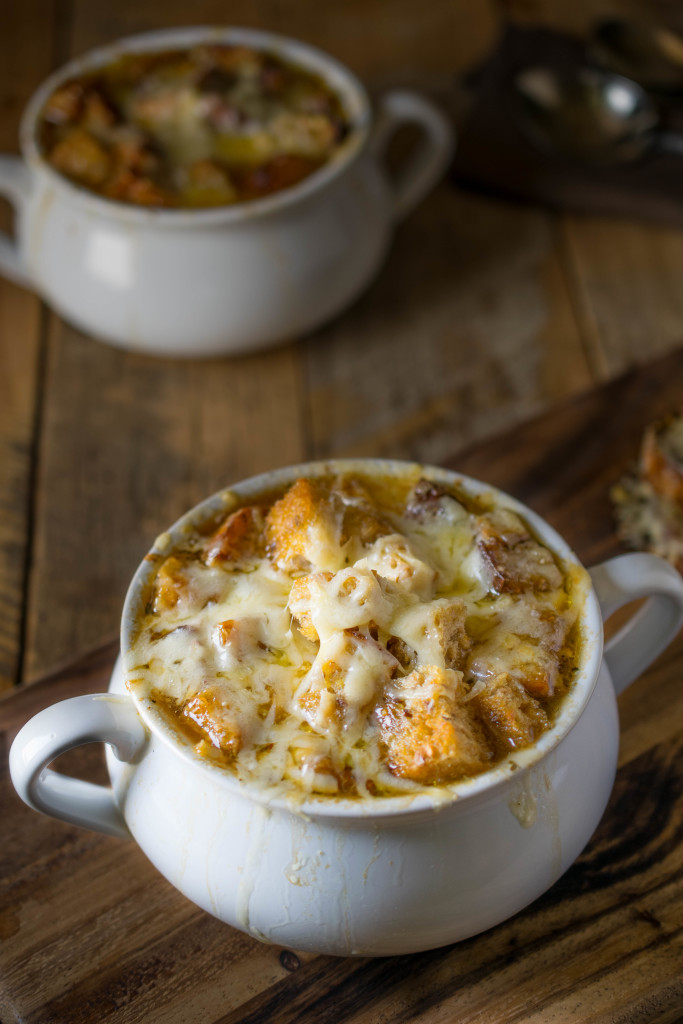 If you like onions, then you have to be a French onion soup fan. A rich, sweet, flavorful onion laden soup with floating croutons and lots of melted cheese. You can't beat a good French onion soup and I have a good one for you.