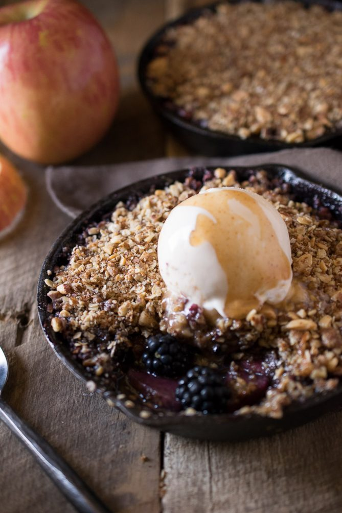 Fresh blackberries and apples showing through the crumble topping