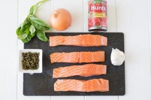Baked salmon in tomato basil sauce