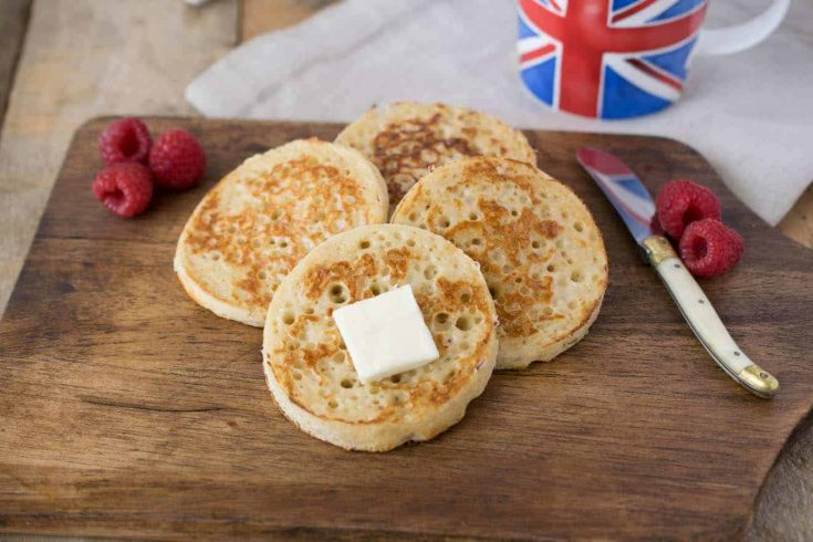 4 English crumpets with butter, berries and a cup of tea