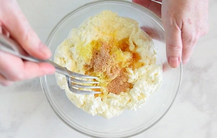 Ricotta is mixed with honey, lemon zest and nutmeg