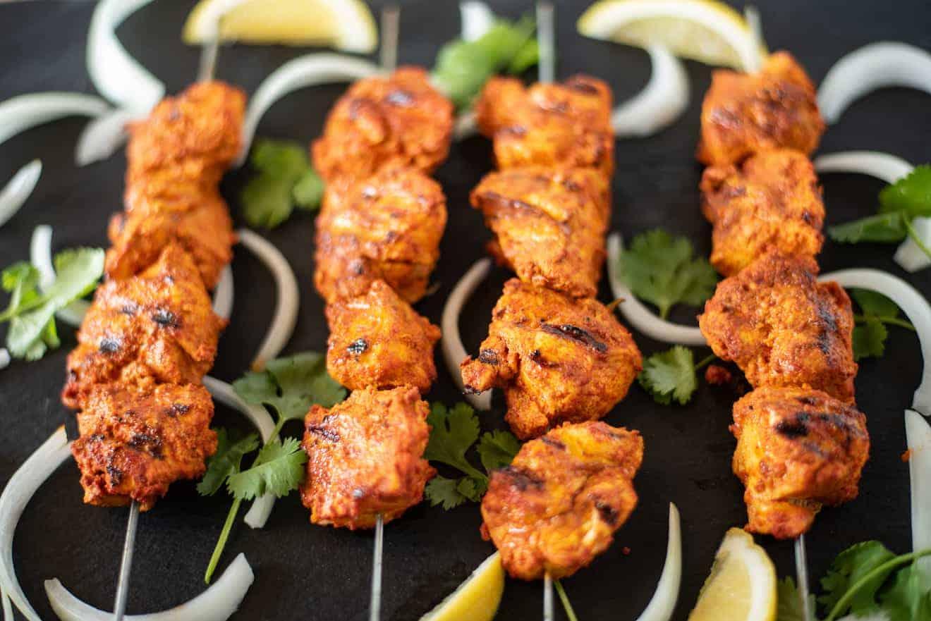 4 grilled tandoori chicken kebabs/kebobs/skewers