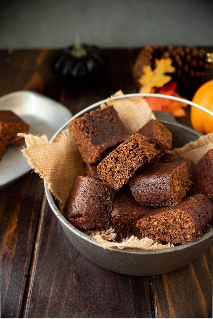 Square slices of parkin cake in a cast iron pot