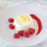 Lemon panna cotta with raspberry sauce