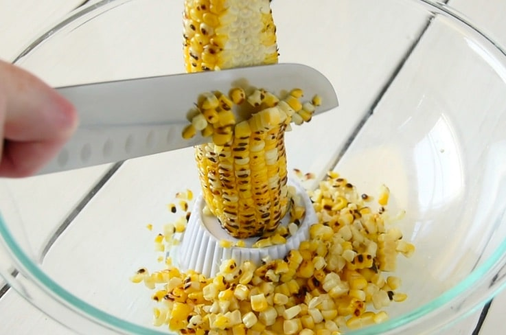 Cutting kernels from corn on the cob